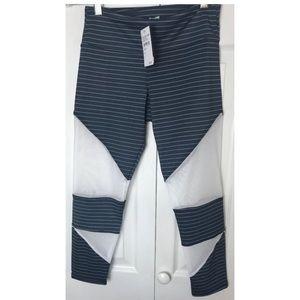 Onzie Flow Capri Gray/White Mesh Cutout Size XS
